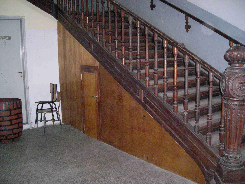 Refacciones nuevo dep sito bajo escalera instituto for Bajo escaleras de madera
